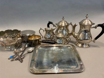 Lot de métal argenté : Service à thé et café...