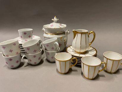 """Limoges, partie de service à café """"Comte d'Artois"""" en porcelaine à décor de semis..."""