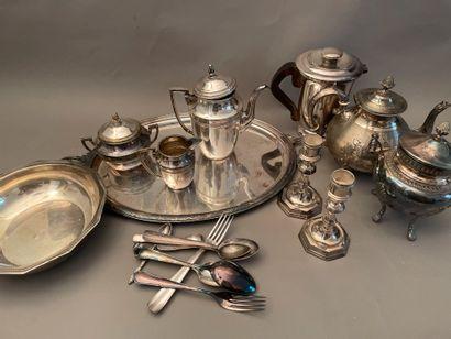 Lot de métal argenté comprenant : une partie...