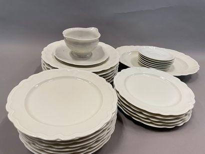 Service de table en porcelaine de Limoges...