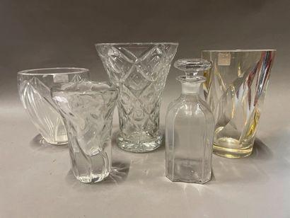 Lot de vases en cristal ou verre moulé.