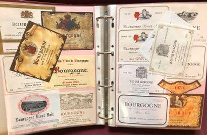2 albums d'environ 1500 étiquettes de vin...