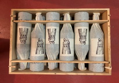 12 bouteilles de Château LATOUR, 1er Grand Cru Classé, 1985 CBO, 10 base goulot