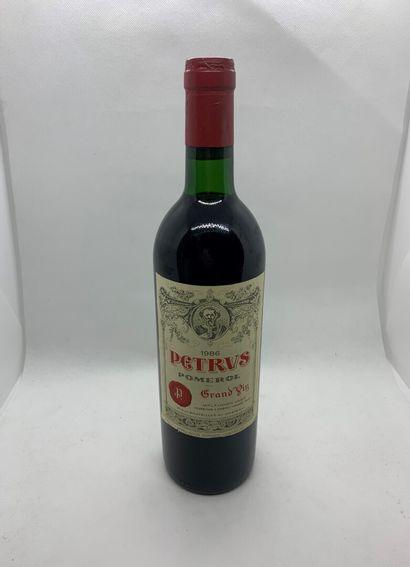 1 bouteille de PETRUS Pomerol 1986, capsule...