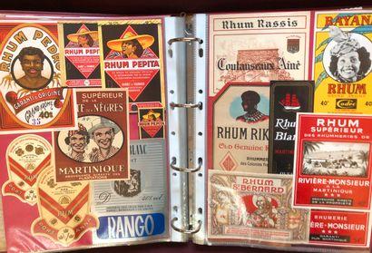 2 albums d'environ 1000 étiquettes de Rhum,...