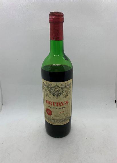 1 bouteille de Petrus 1975, très basse épaule,...