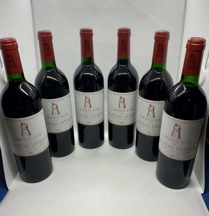 12 bouteilles de Château LATOUR, 1er Grand...
