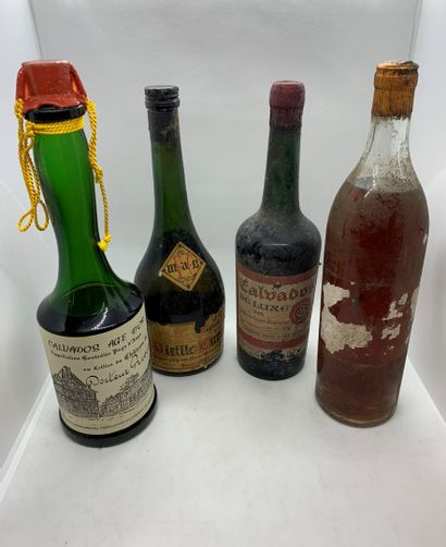 4 bouteilles dont 2 CALVADOS, 1 Âge d'or...