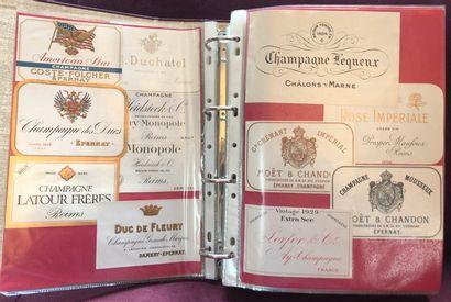 1 album d'environ 800 étiquettes de vin de...