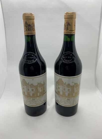 2 bouteilles de Château HAUT-BRION, Cru Classé...