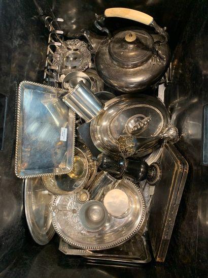 Lot de divers objets en métal argenté et...
