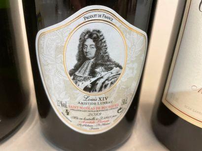A jerobam of Henriot Rose Noire champagne, Seville World Fair, 1992  A magnum Saint...