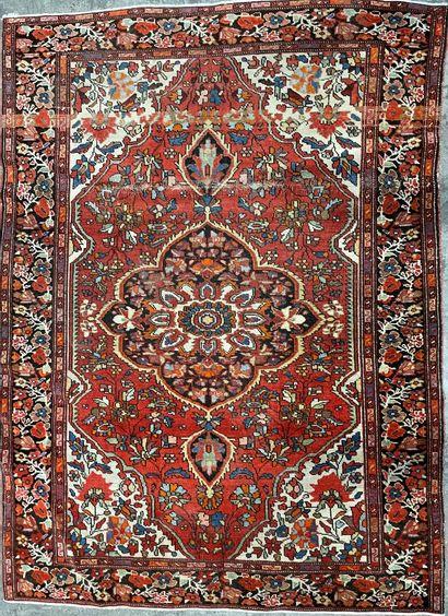 Petit tapis persan Sarouk, en laine, le champ...
