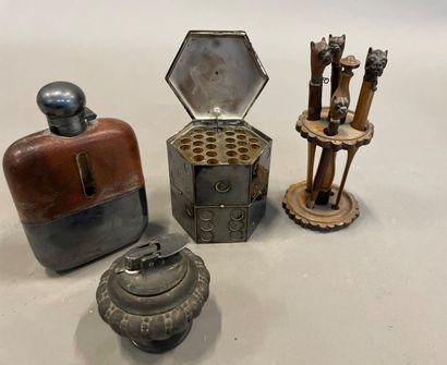 Accessoires de fumeur, flasque Dunhill gainée...