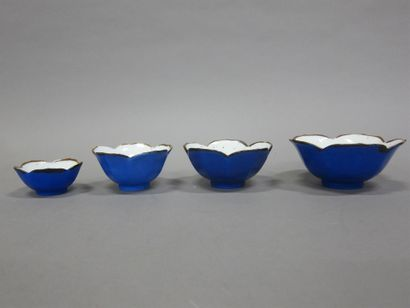 Chine, quatre bols de forme polylobée en...