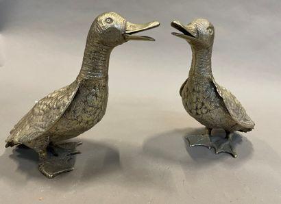 Paire de canards en métal argenté  H : 26...