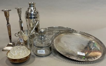 Lot of silver plated metal: Christofle shaker and bouquet holder, dishes, pair of...