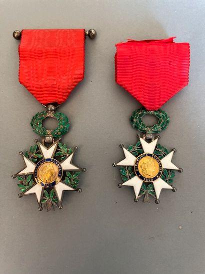 Deux médailles de chevalier de la Légion...
