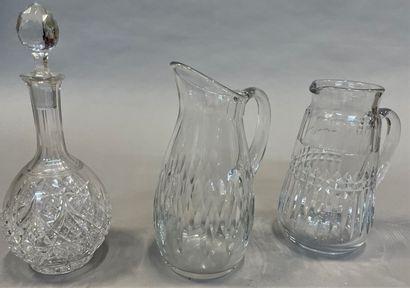 BACCARAT  Deux pichets en cristal modèles...