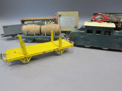 -SGDG : locomotive avec trois wagons, transformateur...