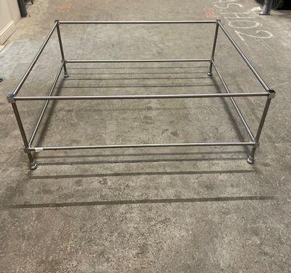 Grande table basse rectangulaire en métal...