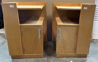 Paire de tables de chevet en placage de bois...