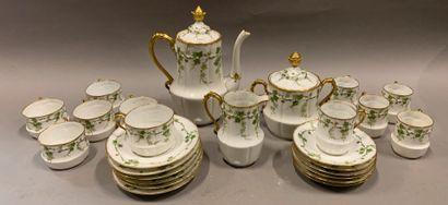 Service à thé et café en porcelaine à décor...