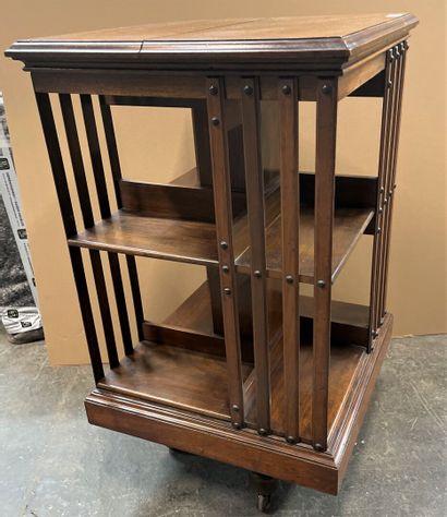 Bibliothèque tournante en bois teinté, quatre...