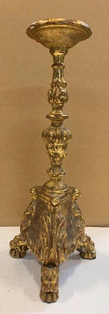 Pique-cierge en bois sculpté et doré.  XVIIIème...