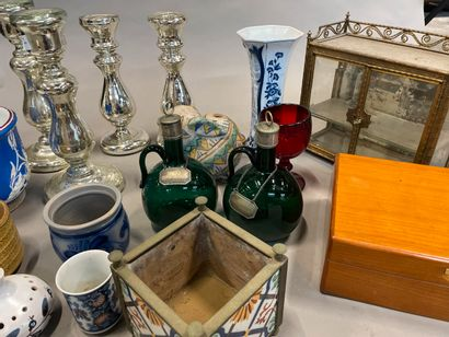 Case of various trinkets including eglomerate glass torches, planters, carafes ...