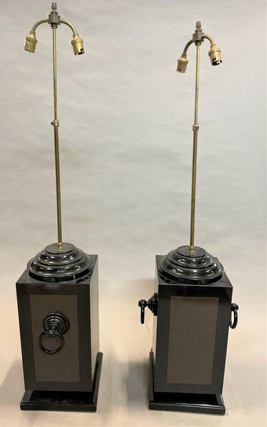 Paire de lampes de section carrée en bois...
