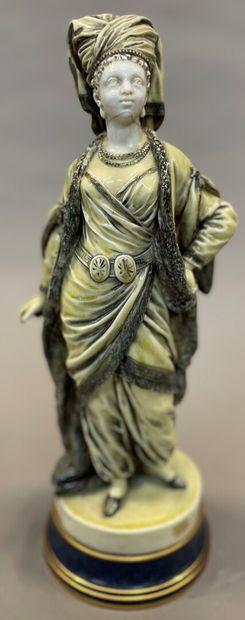 Femme à l'oriental en porcelaine de Sèvres...