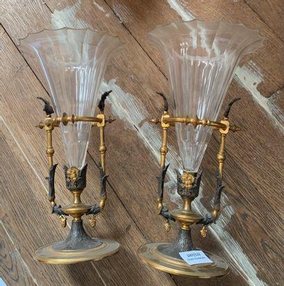 Paire de vases en bronze de patine brune...