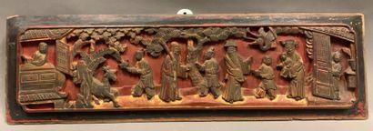 Elément de meuble en bois sculpté à décor...