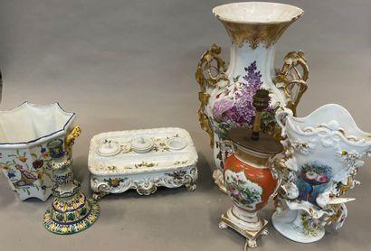 Lot de porcelaine de Paris et faïences comprenant...