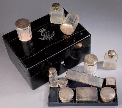 Boîte en bois incrusté de nacre, décor d'un...