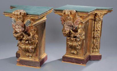 Deux bouts de retable en bois doré, sculpté...
