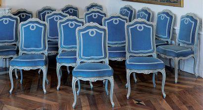 Ensemble de seize chaises en bois laqué bleu...
