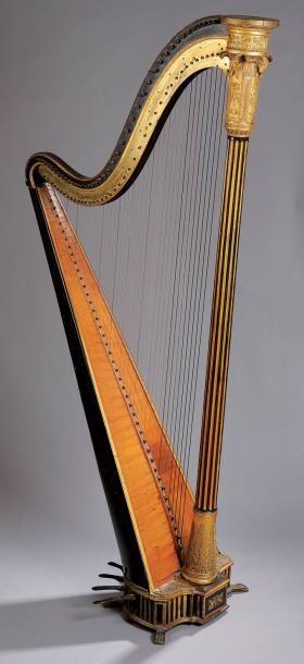 Harpe du facteur ÉRARD Laquée noir et or...