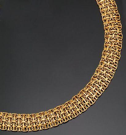 Collier plat en or jaune à maillons ovales...