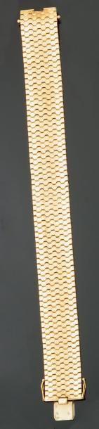 Bracelet «ruban» souple en or jaune lisse...