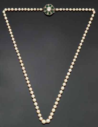 Collier de quatre-vingt onze perles en chute,...