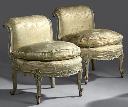 Deux petites chaises chauffeuse en bois laqué...