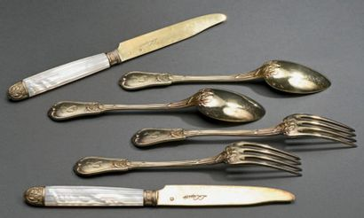 Onze couteaux en vermeil, les manches en...