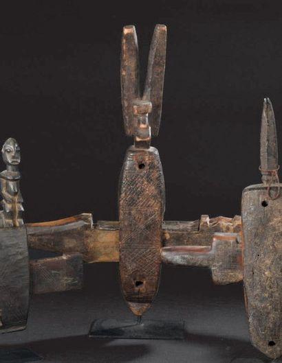 Serrure Bambara, Mali Bois à patine brune...