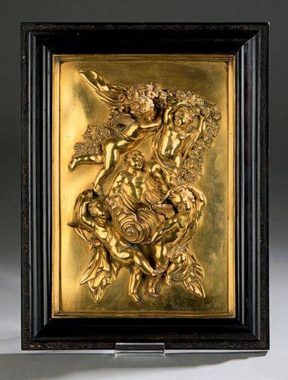Relief formant bénitier en bronze (repoli),...