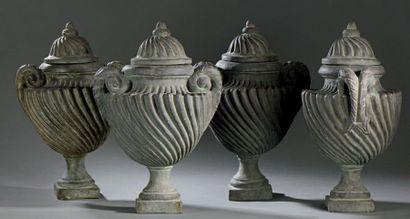 Suite de quatre vases couverts en terre cuite...