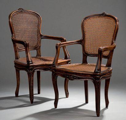 Paire de fauteuils cannés d'enfant en bois...