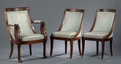 Fauteuil et paire de chaises à châssis en...