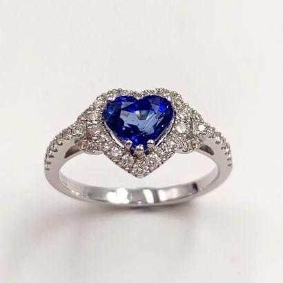 • BAGUE « cœur » en or rhodié (750‰) serti...